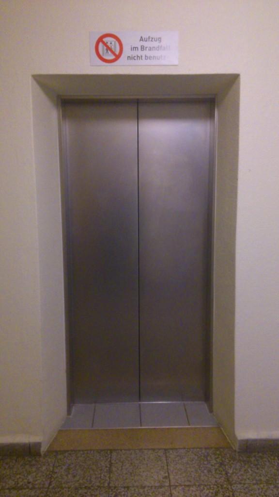 Aufzug im Hochkantdorf