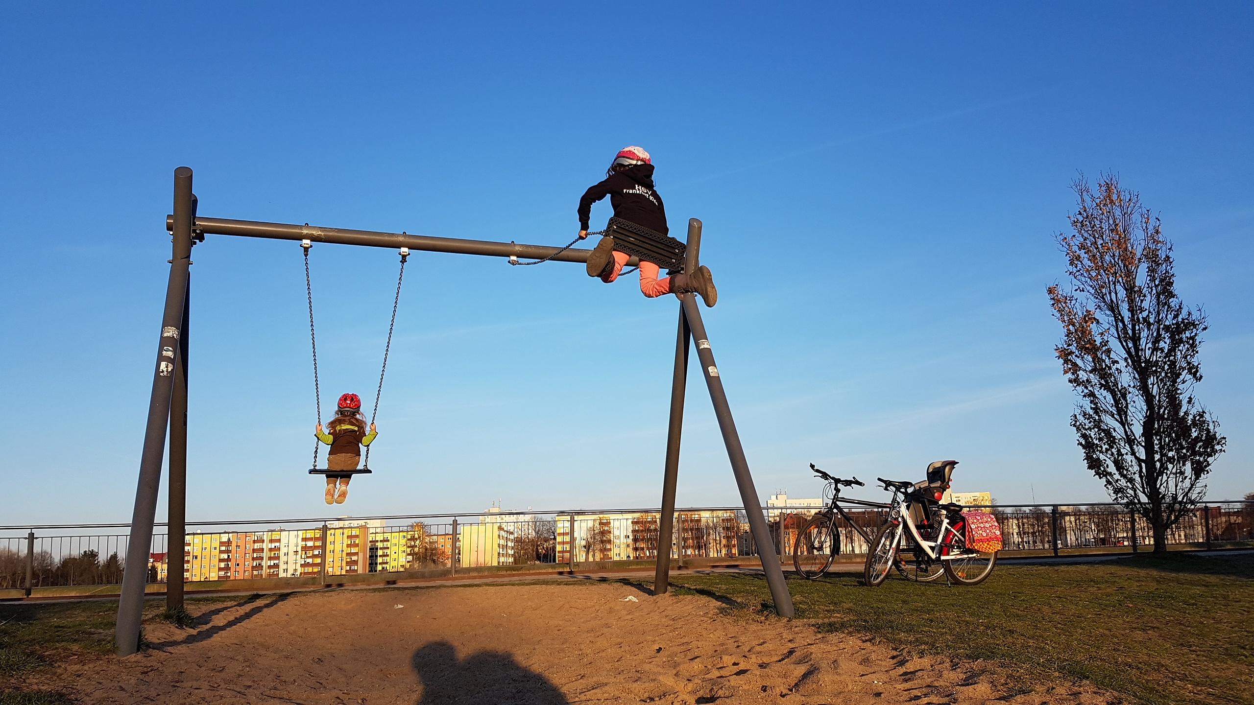 Lasst sie freie und starke Kinder werden! – kritikkultur.de